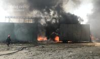 Cháy lớn nhà xưởng hơn 1.000m2, dân nháo nhào di dời tài sản