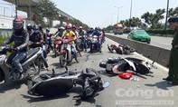 Tai nạn liên hoàn trên xa lộ, 3 người đi cấp cứu
