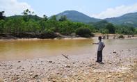 Vỡ đập chứa nước thải công ty khai thác vàng, cá chết nổi sông