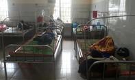 Hàng chục học sinh nhập viện sau bữa cơm chiều tại trường