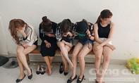 """Đột kích quán bar ở Sài Gòn, phát hiện 50 """"dân chơi"""" phê ma túy"""