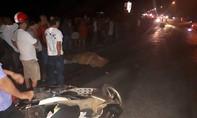 Hai xe máy tông trực diện, 1 người bị xe ben cán tử vong