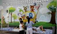 Truyền nghị lực sống cho trẻ khuyết tật qua tranh vẽ trên tường
