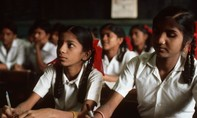 Hàng triệu học sinh Ấn Độ phải thi lại do lộ đề