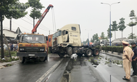 Tông gãy 2 cây bên đường, tài xế container chết tại chỗ
