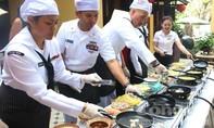 Xem sĩ quan, thủy thủ Hải quân Mỹ trổ tài nấu món ăn Việt Nam