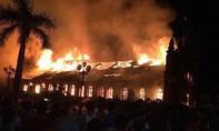 Cháy xuyên đêm tại công ty môi trường