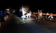 Xe máy va chạm xe tải, thanh niên bị cán tử vong