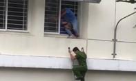 Giải cứu nam sinh ở Sài Gòn tự tử vì kết quả thi kém