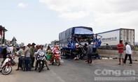 Xe tải tông vào đuôi xe đầu kéo, tài xế tử vong trong ca bin