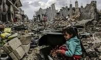 Trẻ em Syria tập làm quen sống dưới hầm trú ẩn