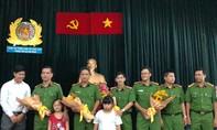 Cư dân chung cư Carina tri ân Cảnh sát PCCC TP.HCM