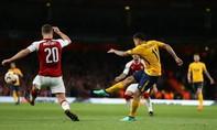 Hòa Atletico, Arsenal tự làm khó mình ở trận lượt về