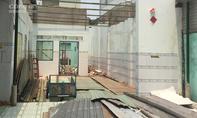 Tháo dỡ nhà cũ, 2 người bị thương nặng