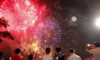 Mãn nhãn với pháo hoa rực sáng trên bầu trời Sài Gòn đêm 30-4