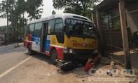 Xe buýt gây tai nạn liên hoàn, 2 người chết, 3 người bị thương