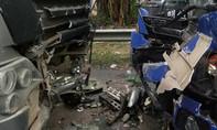 Xe đầu kéo đối đầu xe khách, 3 người bị thương