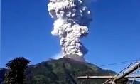 Indonesia sơ tán dân, đóng cửa sân bay vì núi lửa