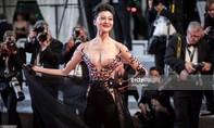 'Thảm đỏ Cannes' xuất hiện nhiều chiêu trò phản cảm