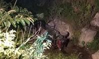 Công nông lao xuống vực, tài xế cùng 2 học sinh tử nạn, 6 em bị thương