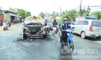 Mượn xe 7 chỗ đi công chuyện, cháy rụi trên đường