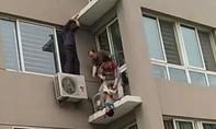 Bé trai rơi từ cửa sổ tầng 5 được cứu sống trong gang tấc