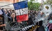 Pháp bắt giữ gần 200 người biểu tình bạo lực