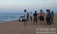 Năm học sinh tắm biển, hai em chết đuối thương tâm