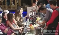 Hơn 300 dân chơi trong 1 quán bar ở Sài Gòn lúc rạng sáng