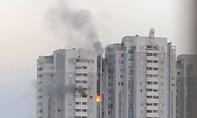 Chung cư ở Hà Nội cháy lớn, nhiều người tháo chạy