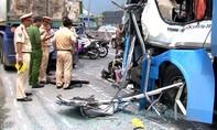 """Vụ xe khách """"lùa"""" 5 xe máy: 10 người bị thương"""