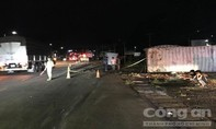 Container tông rồi đẩy xe khách gần 100 mét, 10 người bị thương