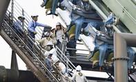 Tàu lượn cảm giác mạnh bị sự cố, treo ngược 64 khách suốt 2 giờ