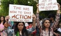 Một thiếu nữ ở Ấn Độ tiếp tục bị cưỡng hiếp và thiêu sống