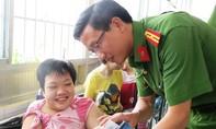 Đại học CSND: Góp thêm niềm vui cho các cháu tại làng Hòa Bình