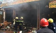 Cháy cửa hàng gốm sứ ở Sài Gòn, nhiều người hoảng loạn