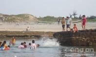 Dạo chơi tắm biển, một du khách gục ngã rồi tử vong