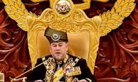 """Vua Malaysia tự nguyện giảm 10% """"lương"""" giúp quốc gia trả nợ"""