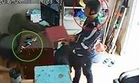 Camera lật mặt khách trộm điện thoại của chủ quán cà phê