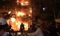 Cháy nhà 5 tầng trong khu buôn bán sầm uất ở Sài Gòn