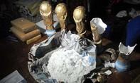 Argentina bắt nhóm giấu ma túy trong các bản sao cúp vàng World Cup