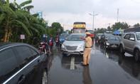 Ôtô tông liên hoàn trên đường dẫn cao tốc, 4 người bị thương