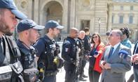 5.000 cảnh sát vũ trang bảo vệ du khách tại Paris