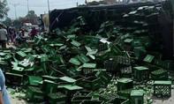 Xe tải tông dải phân cách, 10 tấn bia đổ tung ra đường