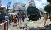 Xe chở rác cán chết người phụ nữ đi xe đạp ở Sài Gòn