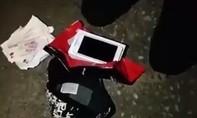 """Nam thanh niên mua IPhone bằng tiền """"âm phủ"""""""