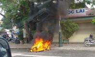 Bị đốt xe máy vì cho rằng chạy xe lạng lách trên đường