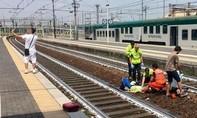 Dư luận nước Ý sôi sục vì chụp ảnh 'tự sướng' cùng vụ tai nạn tàu hỏa