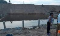Thương tâm hai chị em tử vong dưới hố nước công trình