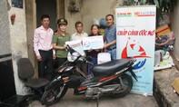 Tặng xe máy cho gia đình nghèo Q.Tân Bình